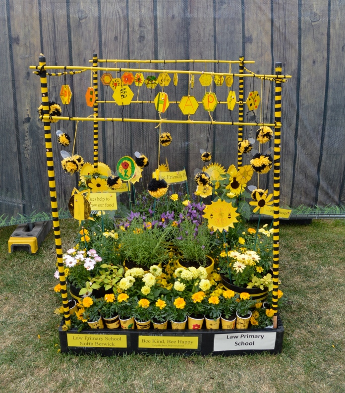 North Berwick Bee Kind Bee Happy pallet garden by children